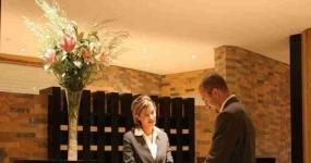 687_turismo-recepcionista-de-hotel